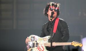 Billie Joe Armstrong in his guitar-shaped shades (photo: www.stevenfriederich.com)