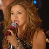 Kelly Clarkson (photo: www.kellyofficial.com)