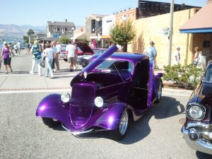 Street rods, a frequent sight in Chelan (photo: Gene Stout)