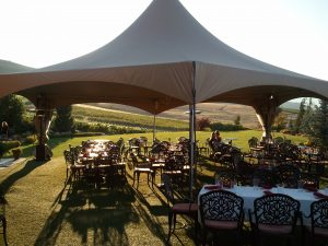 Dining at Tsillan Cellars (photo: Gene Stout)