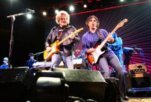 Daryl Hall and John Oates, L to R (photo: Josh Trujillo)