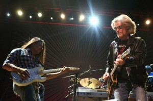 Daryl Hall, right (photo: Josh Trujillo)