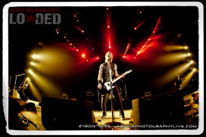 Duff McKagan and Loaded (photo: Mike Savoia)