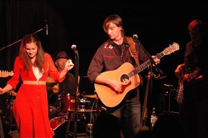 L-R: Kelly Prescott as Emmylou Harris and Anders Drerup as Gram Parsons