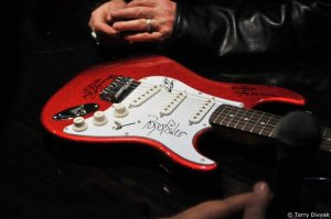 Fender Starcaster guitar autographed by Howard Leese, Roger Fisher, Steve Fossen and Alan White (photo: Terry Divyak)