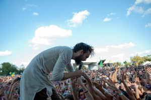 Edward Sharpe of the Magnetic Zeroes (photo: Jim Bennett)