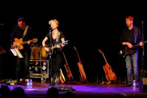 L-R: John Jackson, Shelby Lynne and Brian Harrison (photo: Kam Martin)